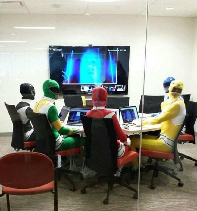 Power Rangers en la oficina