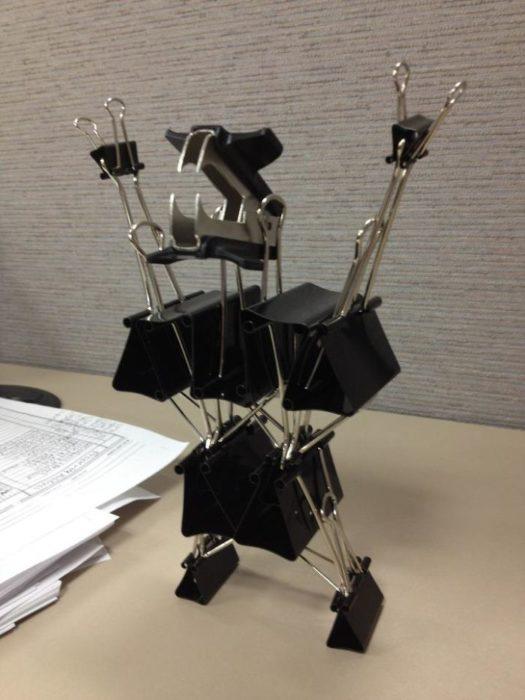 monstruo hecho con clips