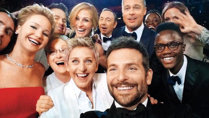 selfie de grupo de amigos famosos