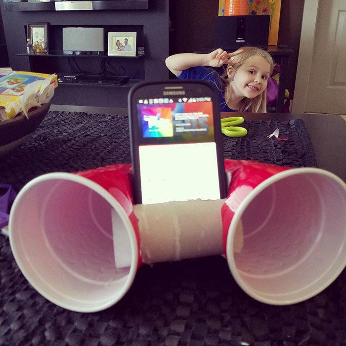 niña escuchado música