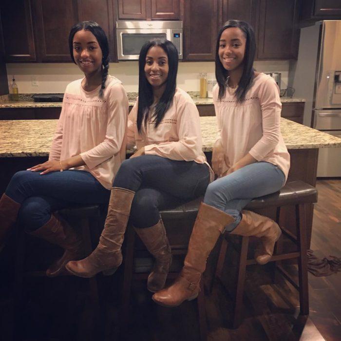 chicas usando el mismo outfit