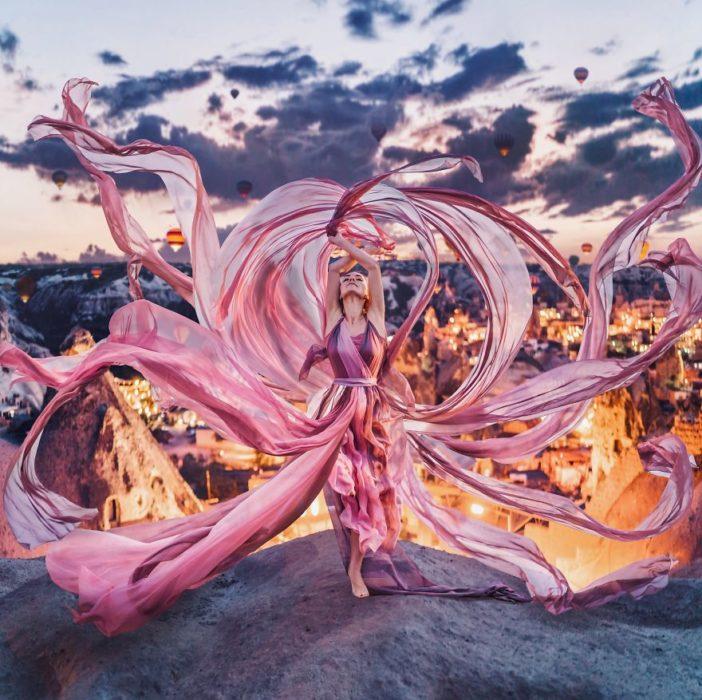 Fotógrafa captura la belleza de las mujeres usando vestidos en escenarios increíbles