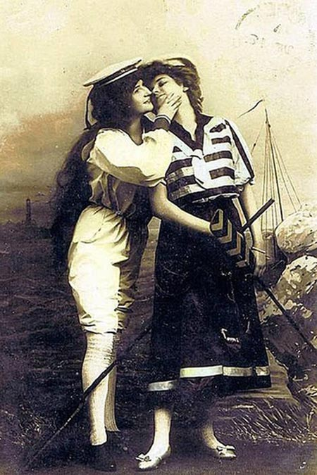 chicas besandose