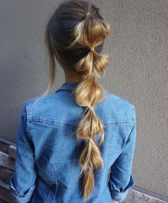 chica con burbujas en el cabello