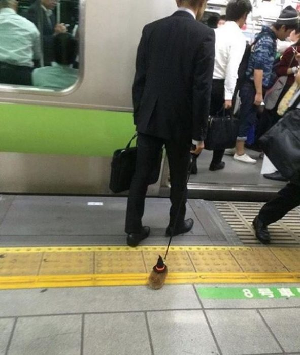 Personas extrañas del metro