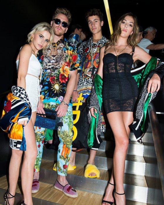 Juampa Zurita posando junto a modelos de Dolce &Gabanna