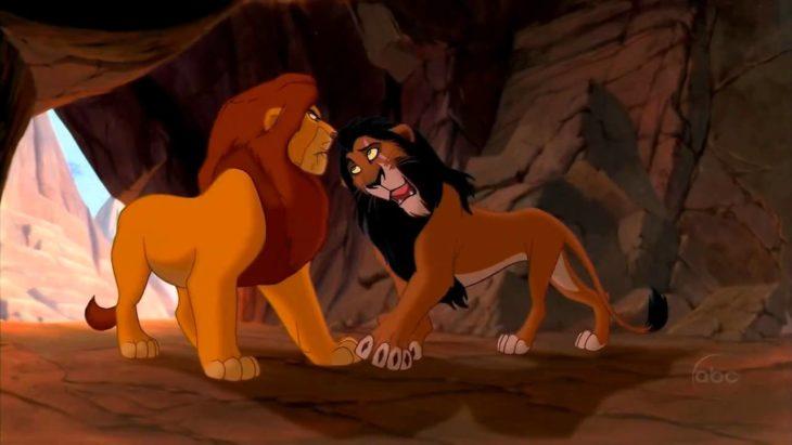 Escena de la película el rey león Scar mata a Mufasa