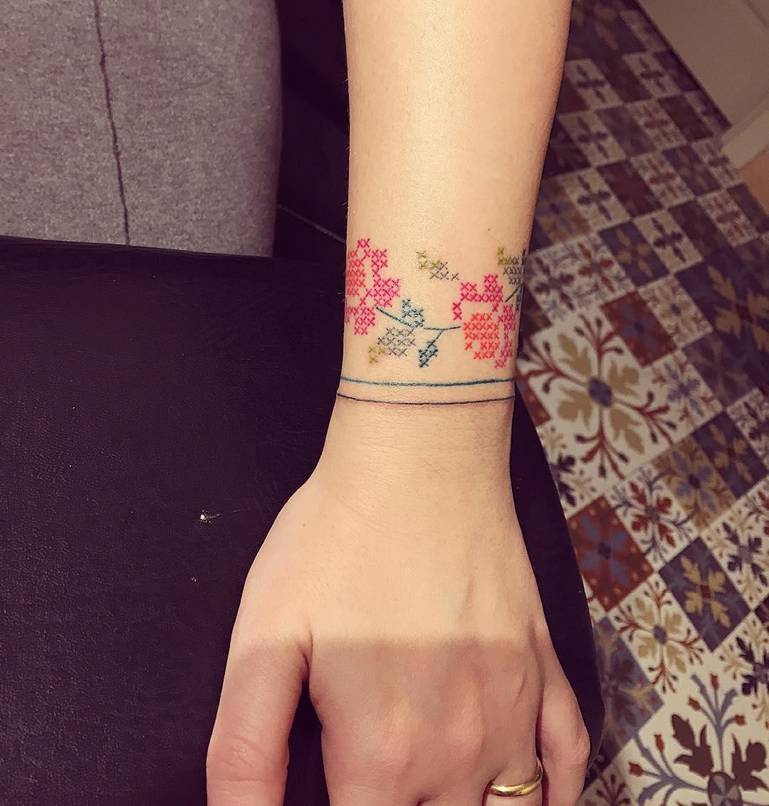 15 Estilos De Tatuajes Punto De Cruz Que Tu Abuelita Amaría