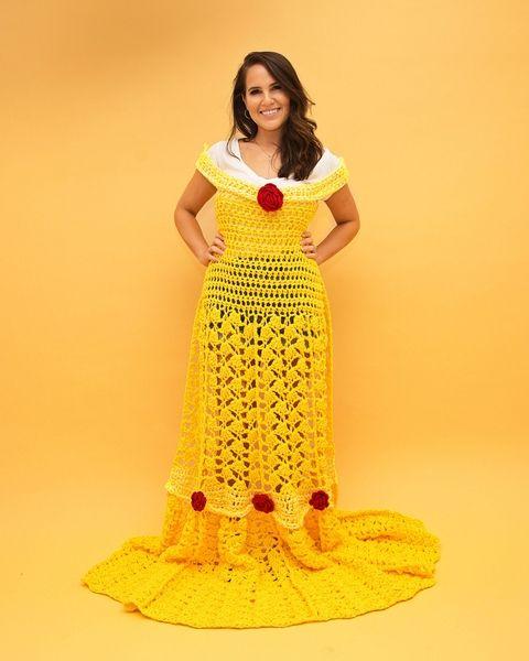 Chica con vestido de crochet