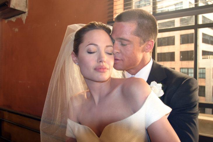 angelina jolie y brad pitt detienen divorcio