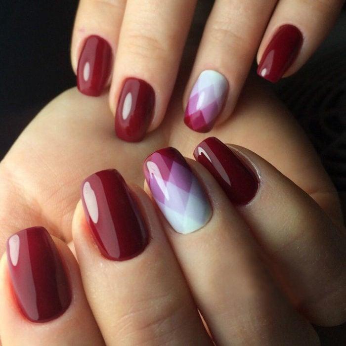 diseño de uñas color rojo