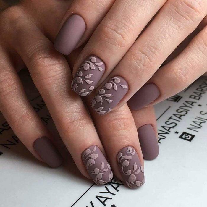 diseño de uñas color rosa quemado
