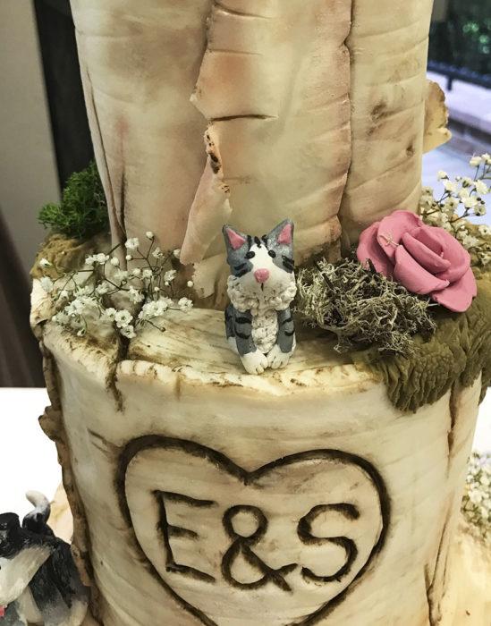 pastel de bodas con un gatito