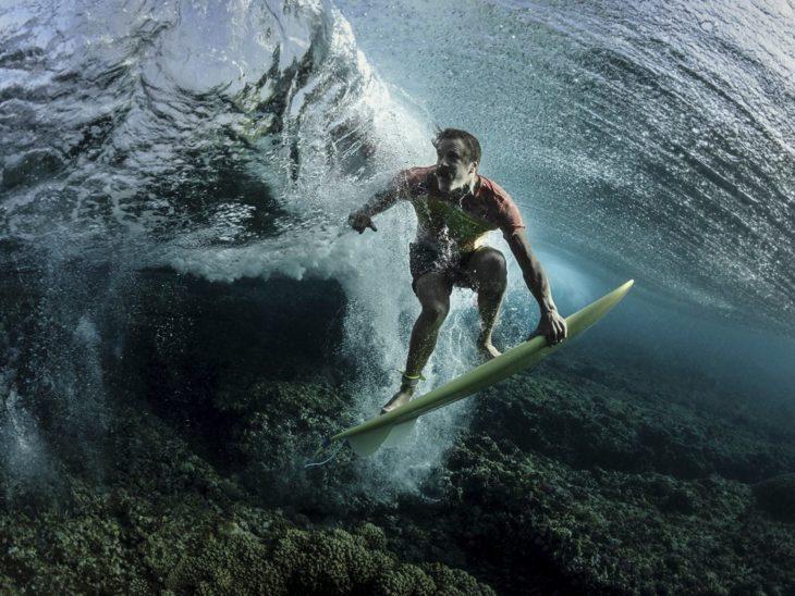 surfer en Fiji
