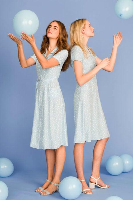chicas con vestidos tea dress color azul