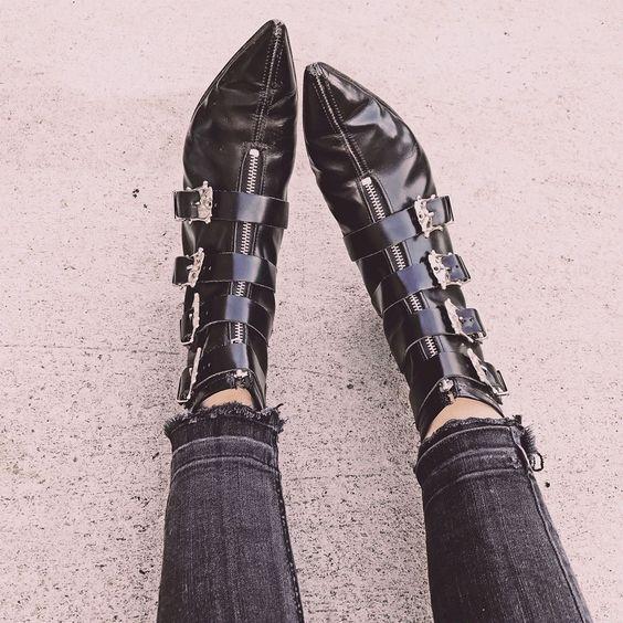 botas de cuero en punta
