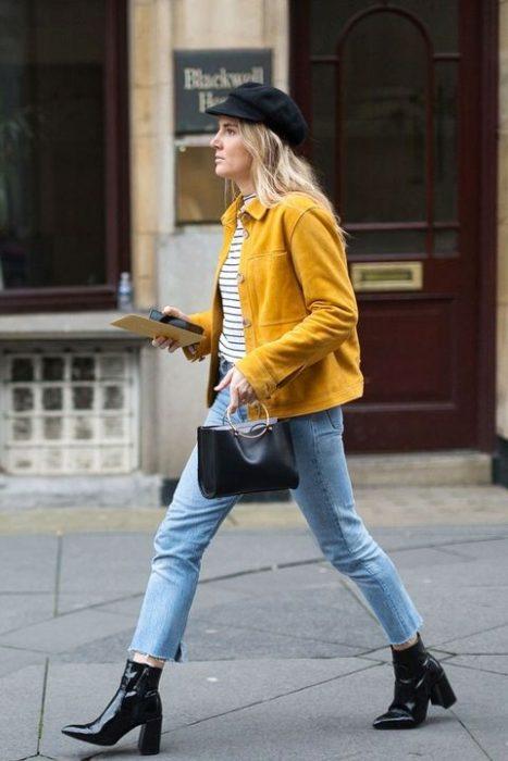 jeans y abrigo corto