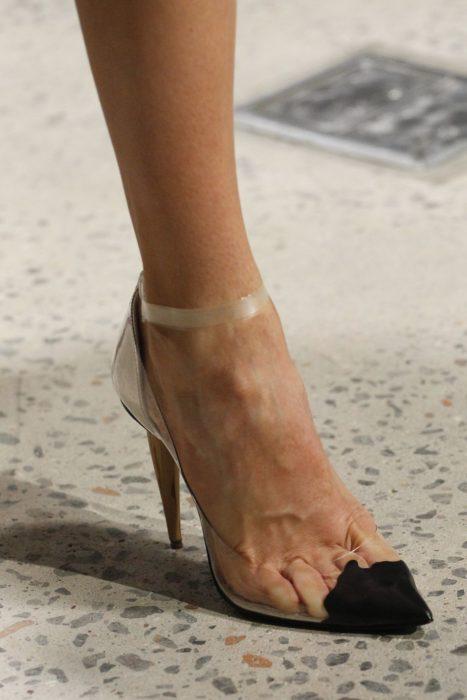 zapatillas trasparentes con punta solida oscar de la renta
