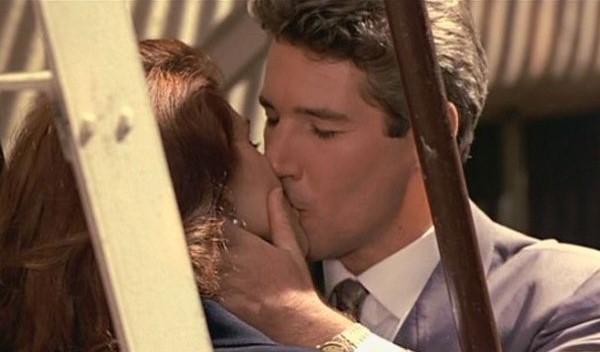 beso de mujer bonita