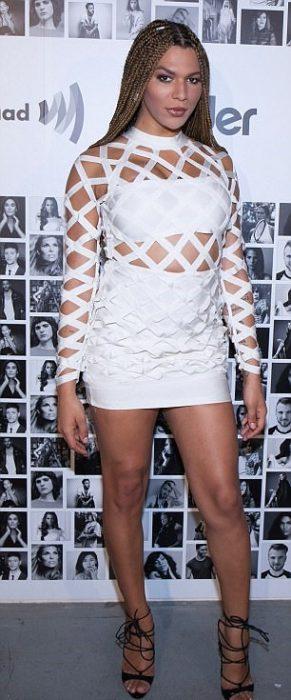 Munroe Bergdorf vestido blanco
