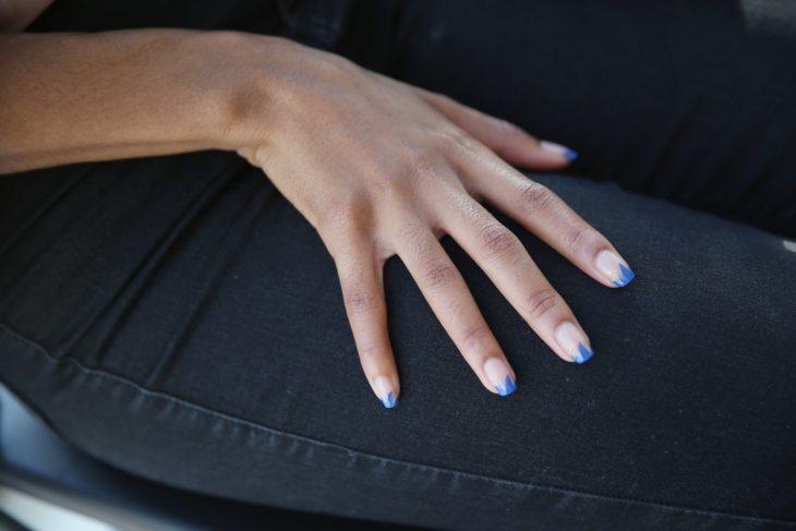 Puntitas francesas distorcionadas uñas