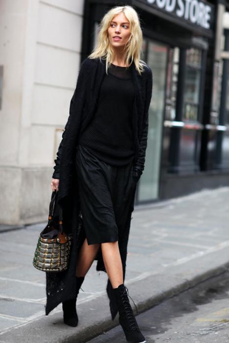 falda blusa y cardigan negro