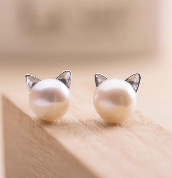 aretes de perla con orejas de gato