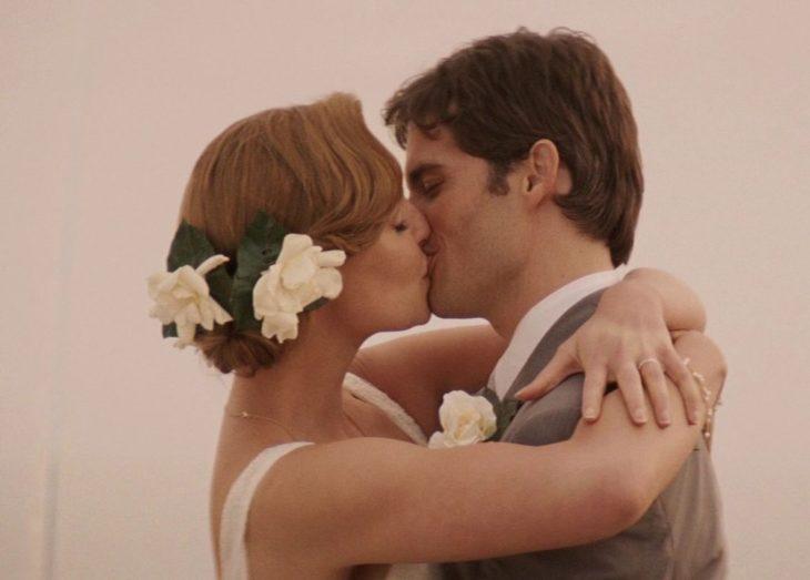 27 bodas beso