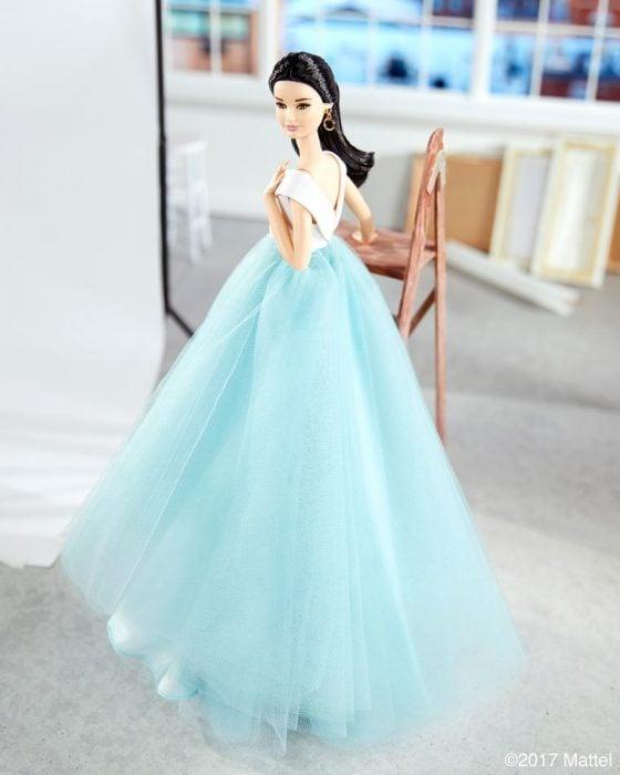 Barbies usando vestidos diseñados por Christian Siriano
