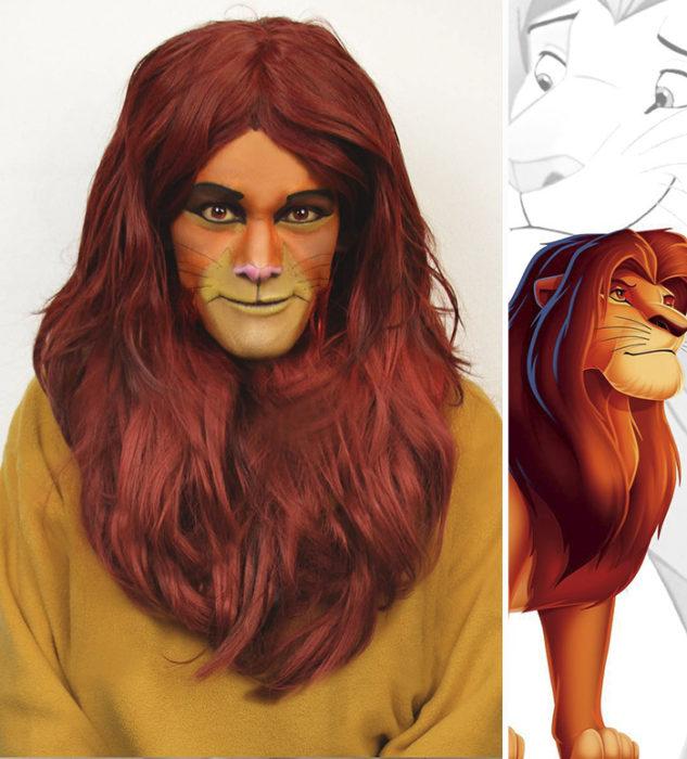 Chico disfrazado como Mufasa de El rey león