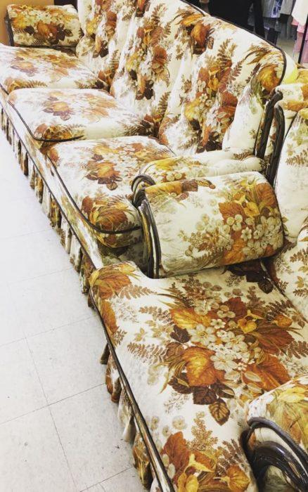 sofás con flores