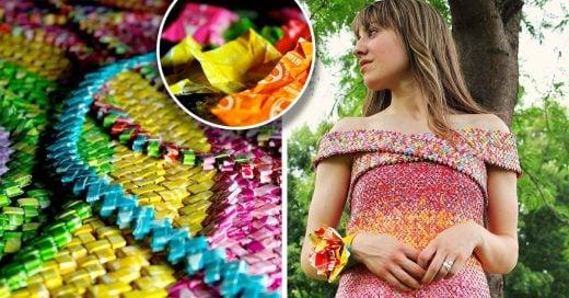 Cosió 10 mil envolturas de dulces para crear un vestido