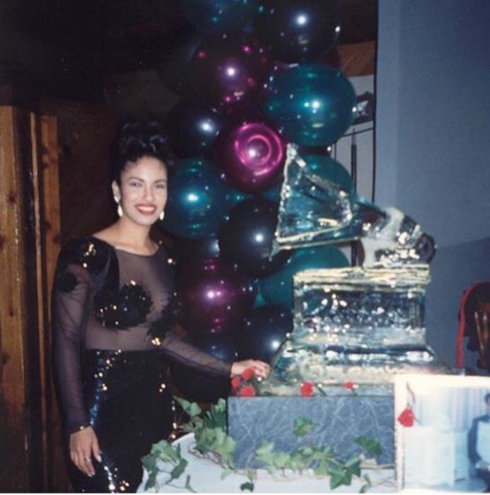 chica festejando su cumpleaños