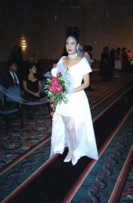 Selena Quintanilla vestida d enovia
