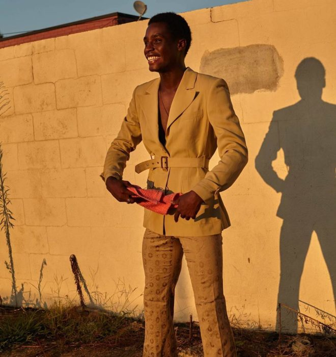 Hombre se convirtió en modelo gracias a su ficha policial