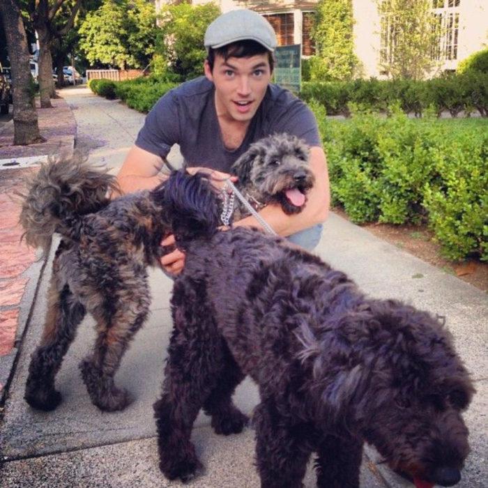 Famosos con sus perros; Ian Harding