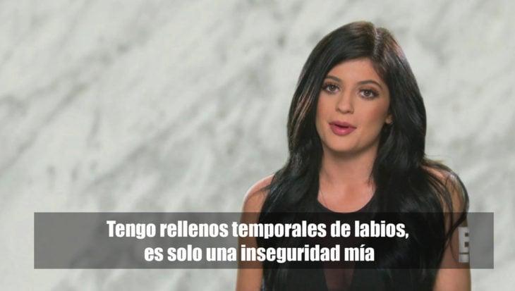 Kylie Jenner revela que tiene labios rellenos