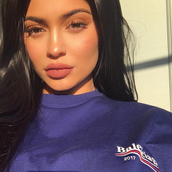 Kylie jenner posando para una fotografía de Instagram