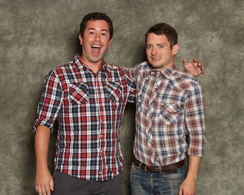 chicos con camisa a cuadros