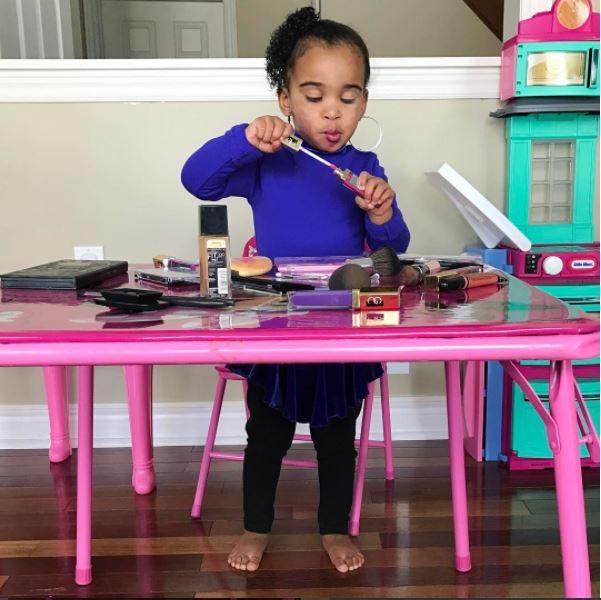 Niña hace critica en youtube sobre el maquillaje de Rihanna