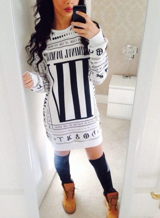 chica con vestido largo y blanco