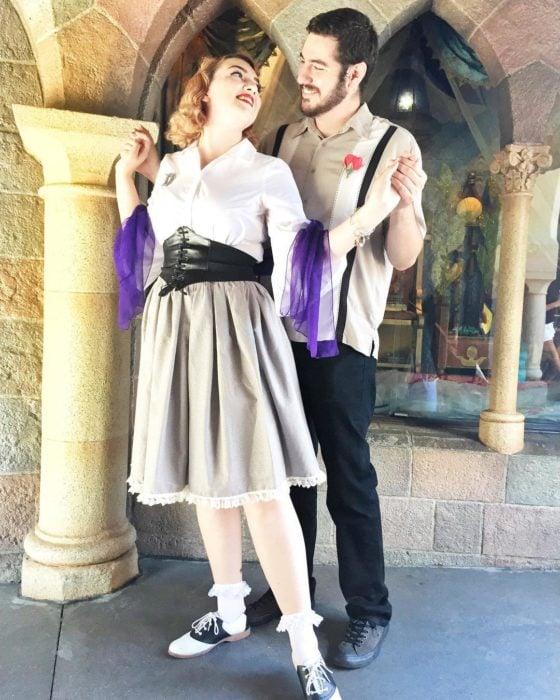 novios disfrazados de películas Disney