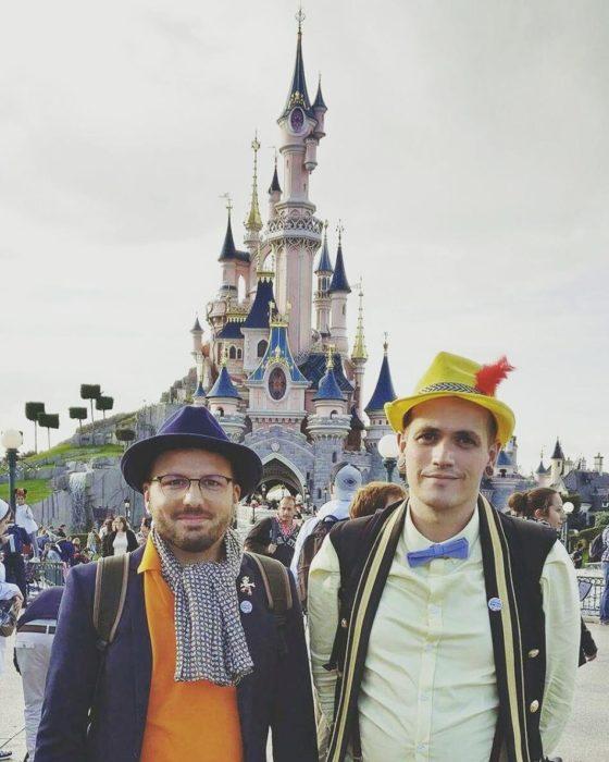 chicos disfrazados de Pinocho