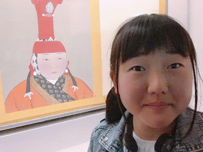 chica con ojos de asiatica