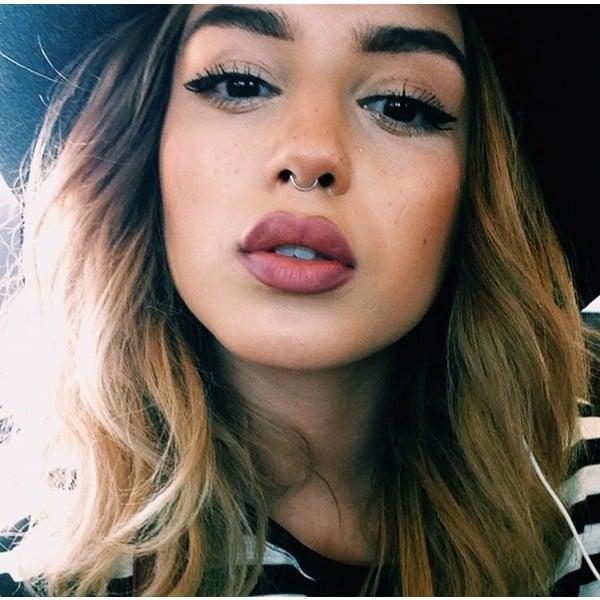 chica con labios gruesos