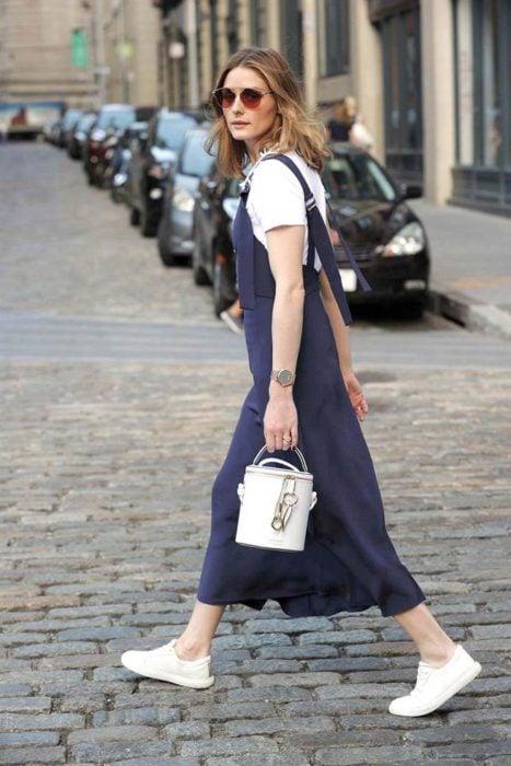 Olivia palermo caminando por las calles de New York