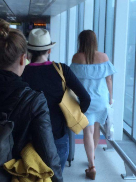 chica en el aeropuerto