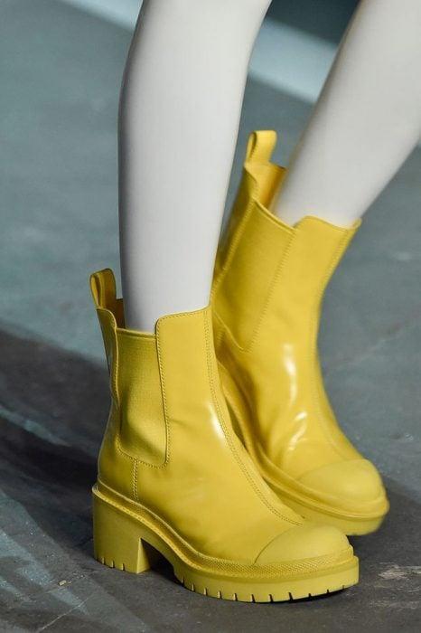 botas marillas
