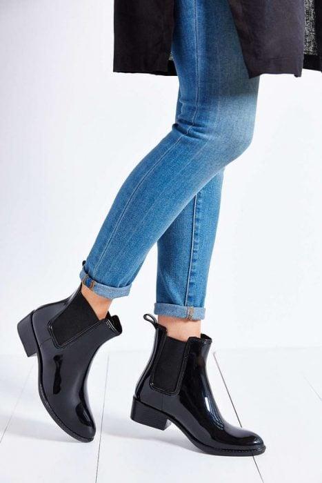 botas oscuras