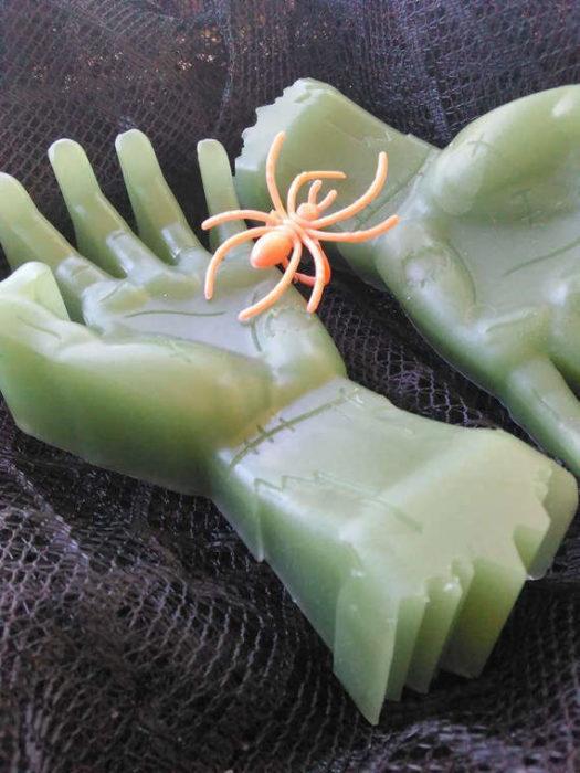 manos de Frankenstein color verde